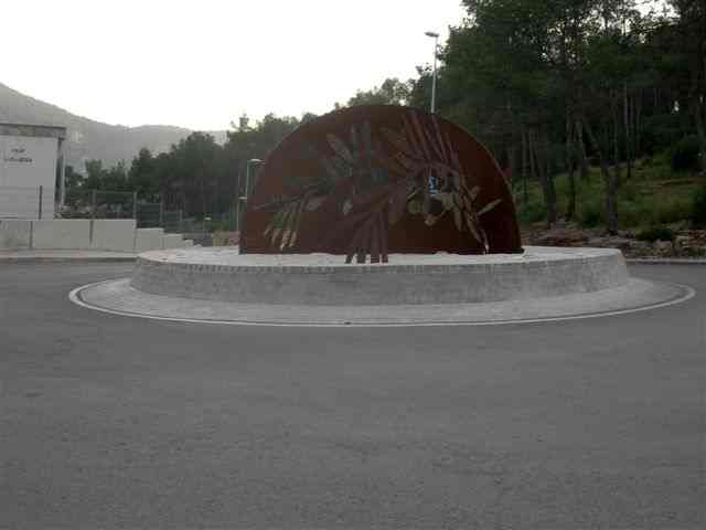 Sculpture sur rond-point à Vallirana